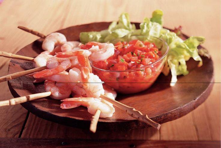 Kijk wat een lekker recept ik heb gevonden op Allerhande! Garnalenspiesjes met tomaat-paprikadressing