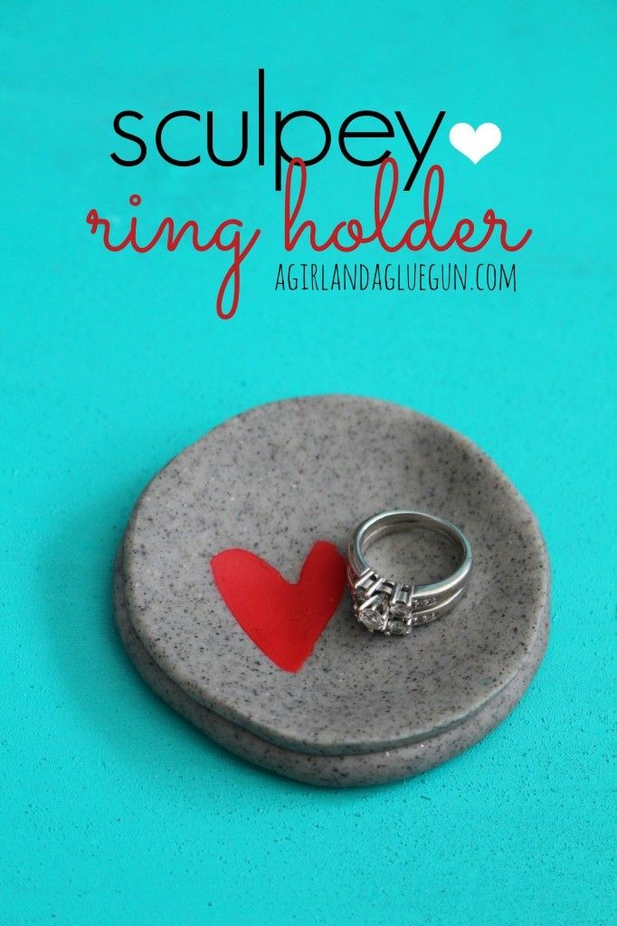 #MothersDay #DIY #Crafts Homemade Mother's Day gifts: Sculpey ring holder by A Girl and a Glue Gun