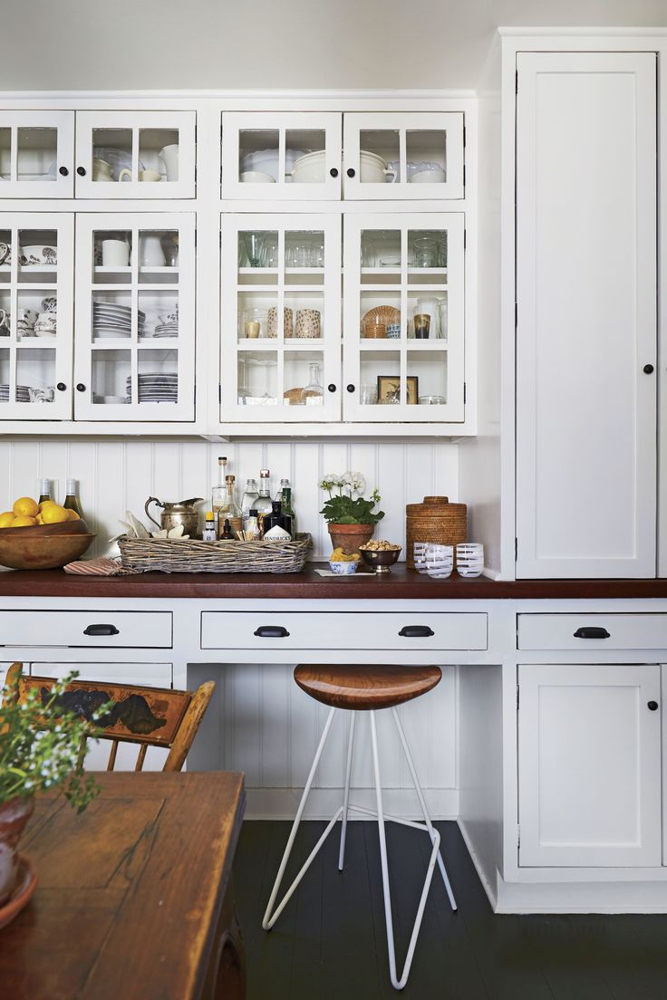 See How This Antiques Loving Designer Decorates Her First Home In Louisville Kentucky White Cabinetry Farmhouse Kitchen Kitchen Design