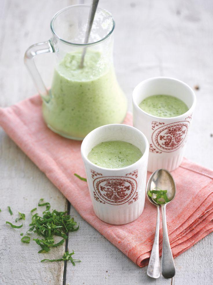 Groene gazpacho met amandelen & citroenmelisse http://njam.tv/recepten/groene-gazpacho-met-amandelen-citroenmelisse