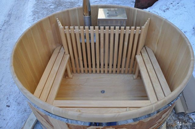 How to build a Japanese bathhouse. How To Assemble a Cedar Hot Tub. How to make a Japanese bath furako, ofuro. How to Create Your Own Japanese-Style Bathroom - A-Z. How to make…