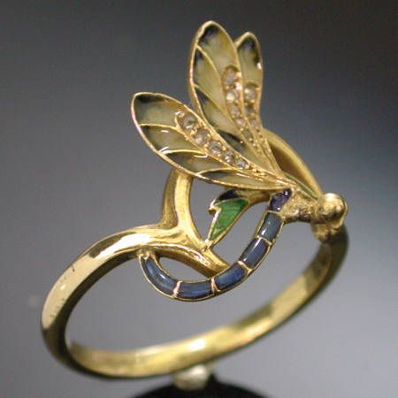 French Art Nouveau dragonfly enamel ring made by Henri Dubret (between 1890 and 1905)