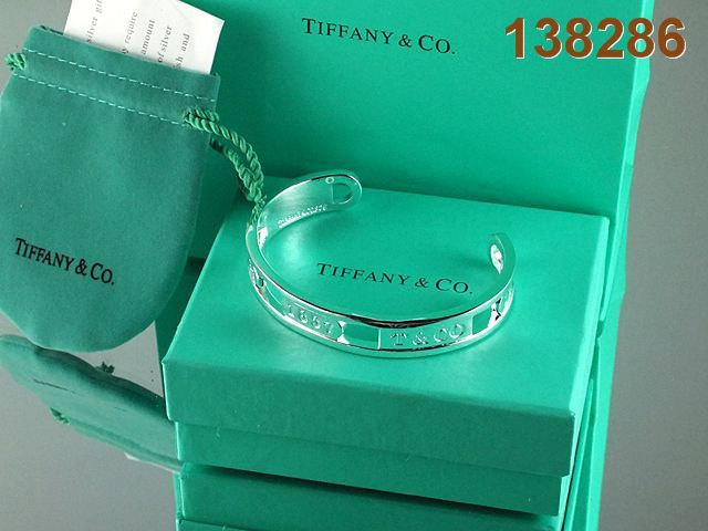 Return to Tiffany Bracelet. Happiness is in a Tiffany Blue Heart! So cute. #jewellery Tiffany #Tiffany