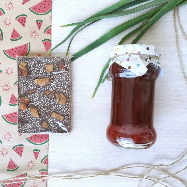 Когда мы дарим подарки, мы дарим частичку своей души! И пусть даже подарок небольшой, он все равно передаст все наши искренние чувства! Вкусный Small box: варенье ручной работы (на выбор один из потрясающих вкусов: апельсин-имбирь, вишня-какао, яблоко-брусника или лимон-виски); натуральный и полезный шоколад на основе кэроба; подарочная упаковка. Стоимость 630 руб.  #gifts #handmade #gift #matreshkabox #подарок #подарки #giftbox #длянего #чтоподарить #длянее #кэроб #вкусно…
