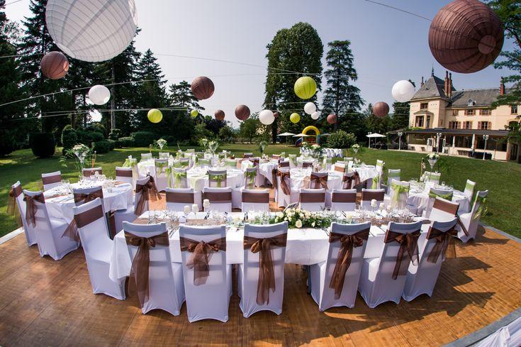 Domaine des Cèdres, Repas en extérieur, Parc, Estrade, Lanternes suspendues, Marron et vert