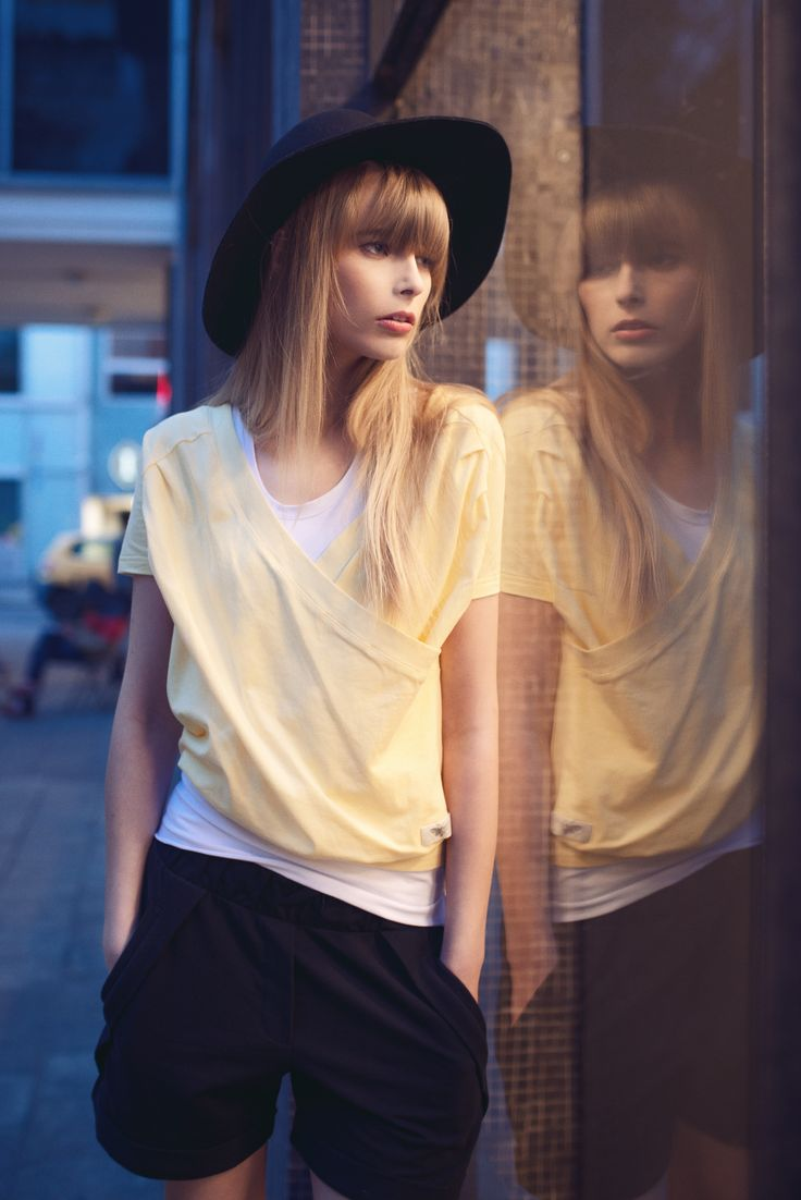 Karolina ma na sobie Betsy Blouse: http://byinsomnia.com/kolekcja/wiosna-lato-2015/betsy-blouse?variant_id=9598
