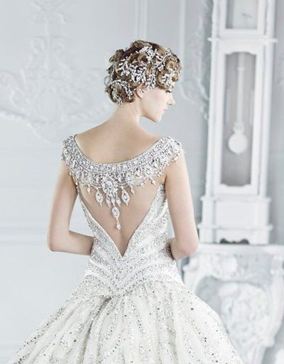 look at the back of this dres! Imagine a sheer veil over it how pretty it would be