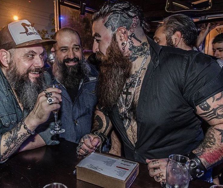 """7,896 mentions J'aime, 139 commentaires - ⠀⠀⠀⠀⠀⠀⠀⠀⠀BEARDED VILLAINS (@beardedvillains) sur Instagram : """"⚔️ #Brotherhood WHAT DOES BROTHERHOOD MEANS TO YOU ? ( Comment below and tag your brothers ) This…"""""""