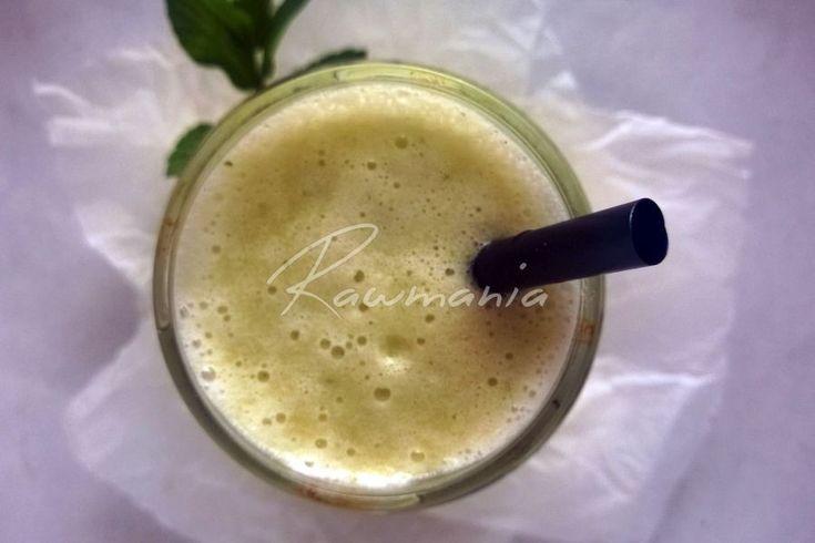 KAPU-BA-UH SMOOTHIE (1 list kelu, banán, kúsok uhorky, 2 datle, 1 a 1/2 šálky mandľového mlieka / vody - rozmixovať)
