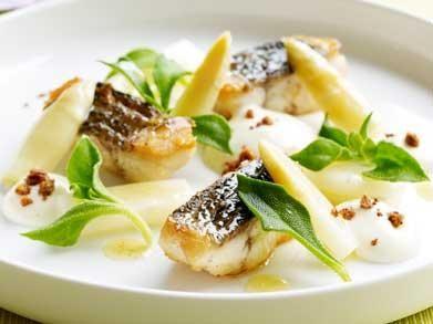 Gebakken zeebaars met asperges en aardappelcrème (Libelle Lekker!)
