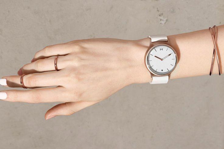 misfit phase hybrid smartwatch wrist