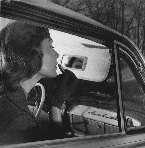 Robert Doisneau. L'œil de Biche dans le rétroviseur, 1955