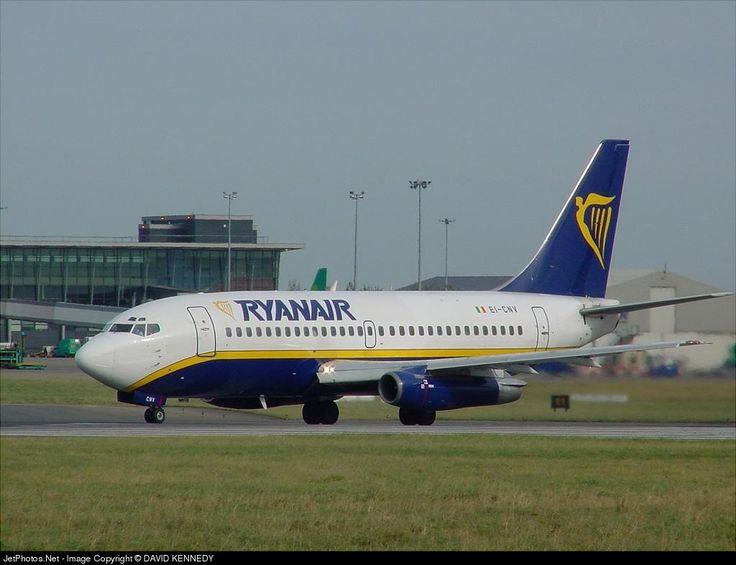Boeing 737-230(A), Ryanair, EI-CNV, cn 22128/752, first flight 7.4.1981 (Lufthansa), Ryanair delivered 26.3.1997, next LAN Airlines (delivered 30.12.2005). Active, Rutaca Airlines (delivered 13.11.2008). Foto: Dublin, Ireland, 28.10.2002.