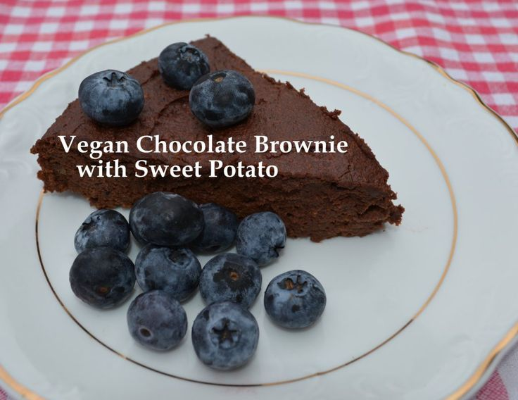 Have you ever tried to make a chocolate brownie without the sugar and the wheat?  This recipe is actually both sweet, loaded with antioxidant and healthy for you.