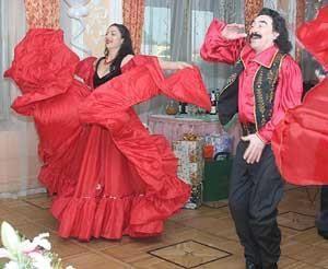Цыганский национальный костюм для танцев
