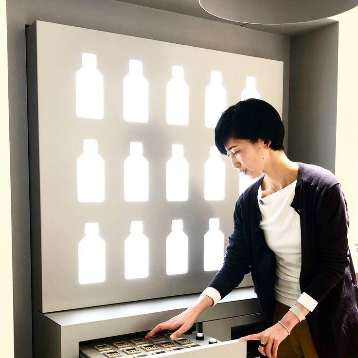 #アットアロマ #グランフロント大阪店 にて 写真の什器を使用してオリジナルのアロマを制作することが出来ます15種類の中から好みの香りを選びます作る過程から楽しいNaho #体験ギフト #aroma #アロマ #ソウエクスペリエンス #gift #ギフト #プレゼント #osaka #大阪 #グランフロント大阪 #nahoexperience