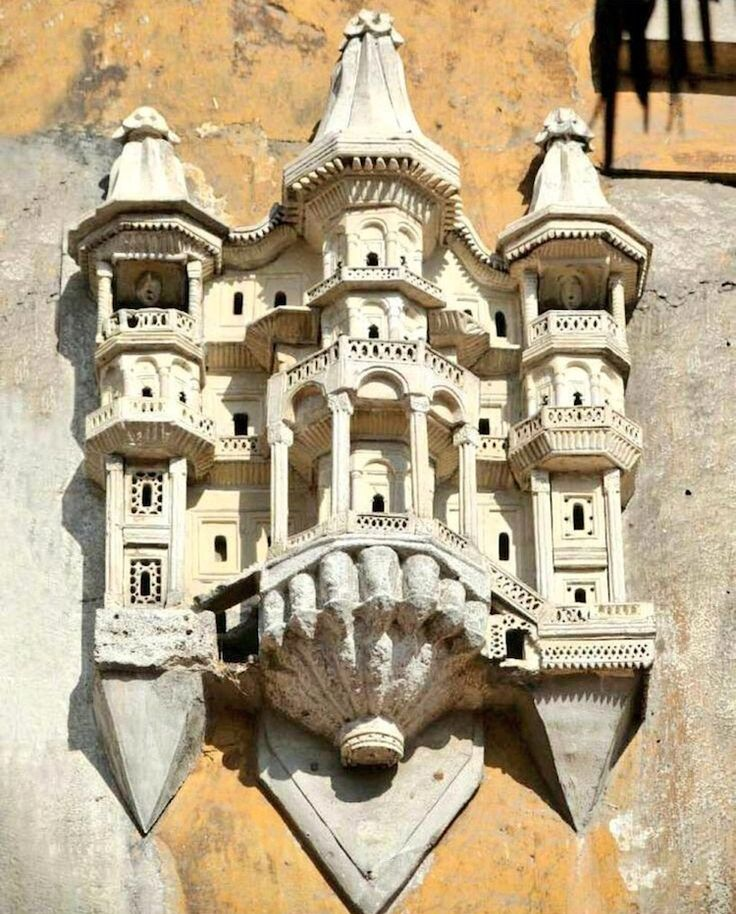 Ottoman architecture built between the 15th and 19th century was created for more than humans. Feathered friends were also welcomed with elaborate birdhouse designs.