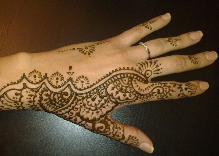 17 meilleures id es propos de henn marocain sur pinterest tatouage marocain tatouage de. Black Bedroom Furniture Sets. Home Design Ideas