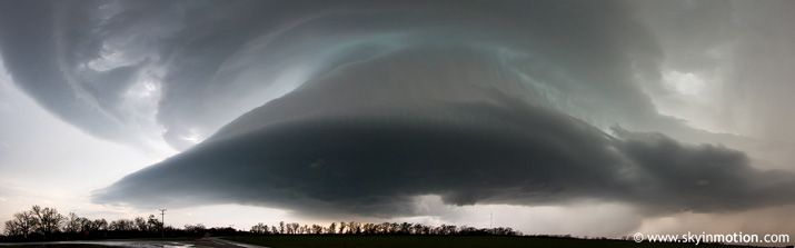Photogenic tornadic supercell over Willow, Oklahoma on March 18, 2011. Photo by Brett Roberts (brettjrob on flickr).