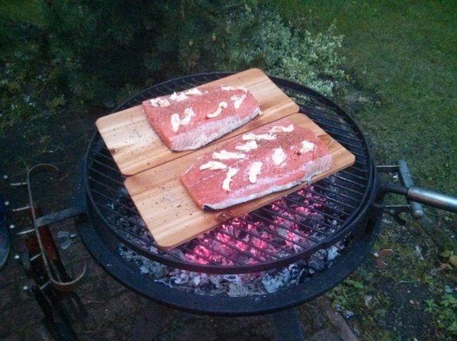 Форель на дощечках. Оригинальный способ приготовления рыбы на гриле