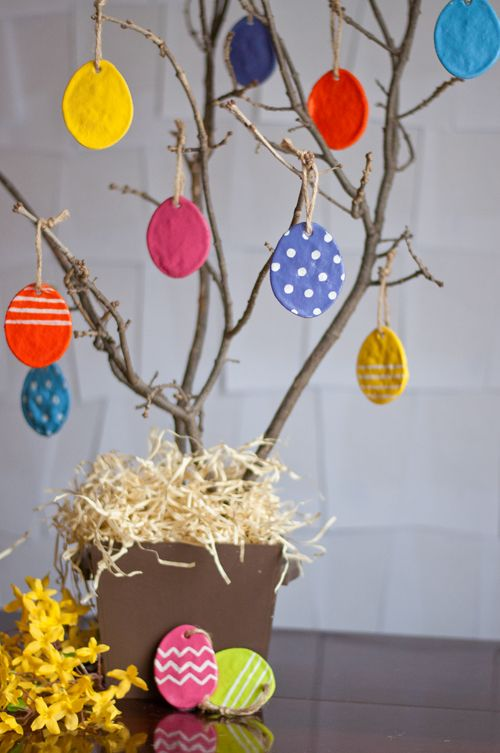 Allow the paint to thoroughly dry. Use paint pens to add polka dots or lines of decorations to the eggs. Optional: To further protect the color and design, add a clear coat sealer.