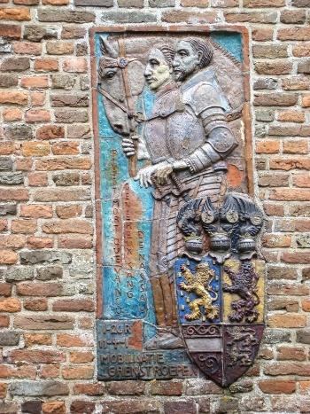 Monument ter nagedachtenis aan graaf Lodewijk en graaf Hendrik van Nassau, gesneuveld in de slag op de Mookerheide (1574). Buitenzijde Protestante kerk in Heumen. Onthuld in 1939, beeldhouwer Jacques Maris.