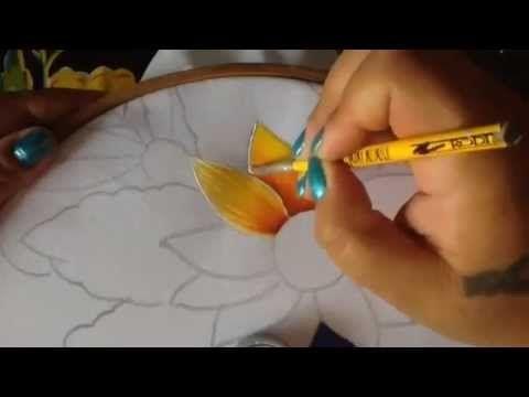 Pintura en tela en este video te enseño como pintar la base de las hortensia y girasol te invito a llevar a cabo esta bella labor..básico