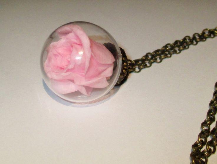 Rosa real dentro de una bola de vidrio, collar de Luna Nueva OOAK por DaWanda.com