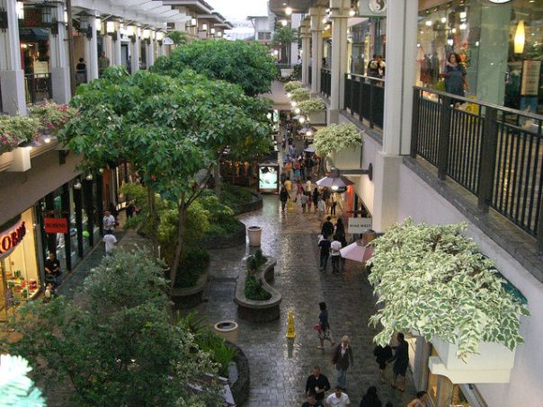 Tired of the beach? Take a break and do some shopping at Ala Moana Center  - http://ourtravelingblog.com/2015/08/05/top-12-free-things-to-do-on-oahu-part-1/