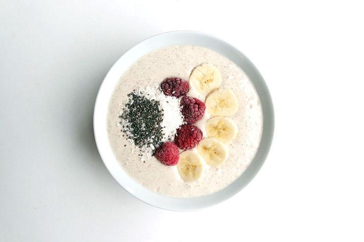 Gesunde Clean Eating Rezepte: Chai Tee Frühstücks Smoothie Bowl mit Magerquark