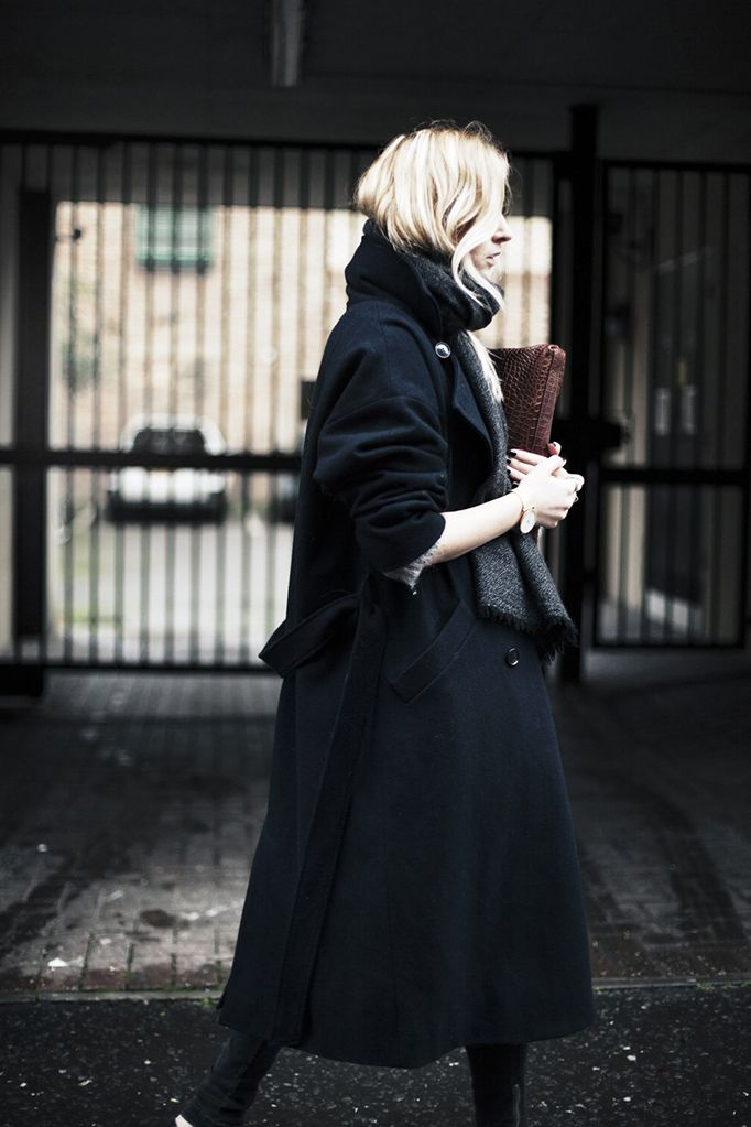 Oversized anonymous/black/charcoal/grey/oversized coat