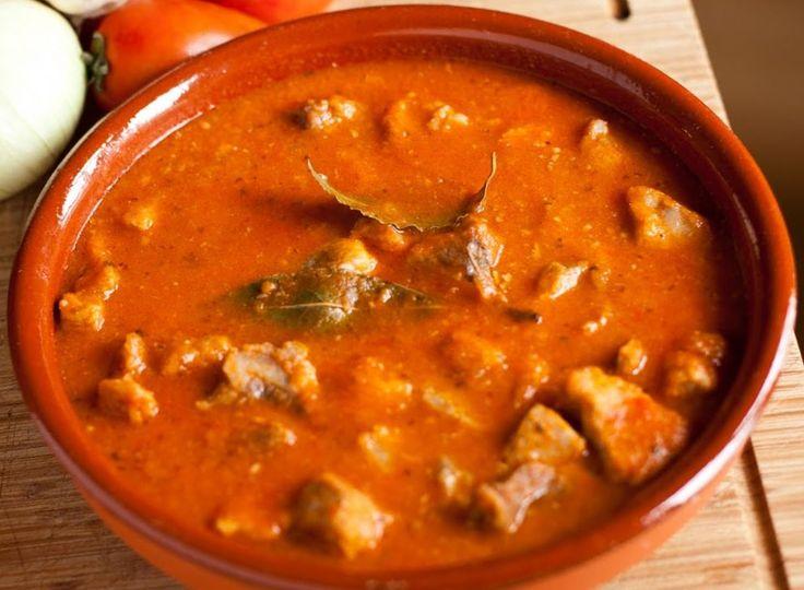 Carne con tomate,La carne con tomate es un plato típico de Andalucía, muy…