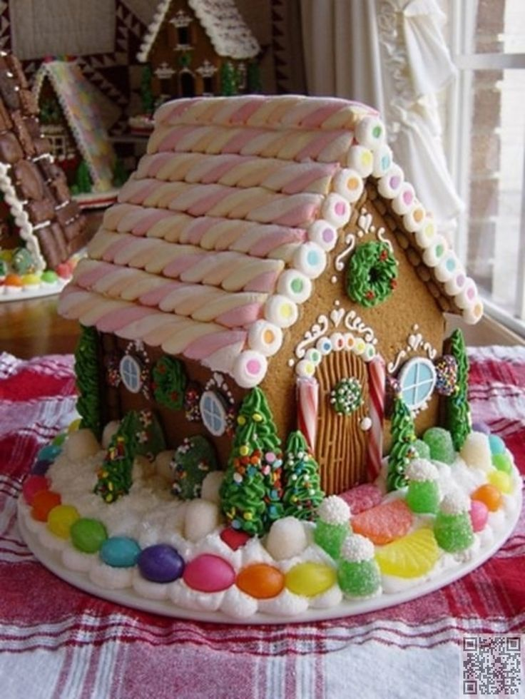 17. #Marshmallow Roof - 38 Gingerbread #Houses You Can Build and Eat ... → Food #Classic