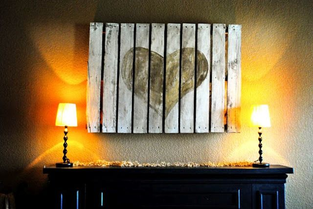 """pallet art...great idea with a horse or a """"brand"""" with Samuel's initials on it for his cowboy room!"""