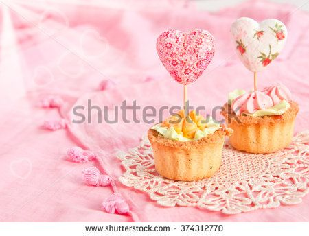 Two tartlets with cream and valentines