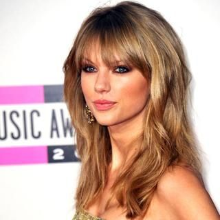 Taylor Swift: Chunky Bangs http://www.womenshealthmag.com/beauty/celebrity-haircuts/elsa-pataky-the-long-crop