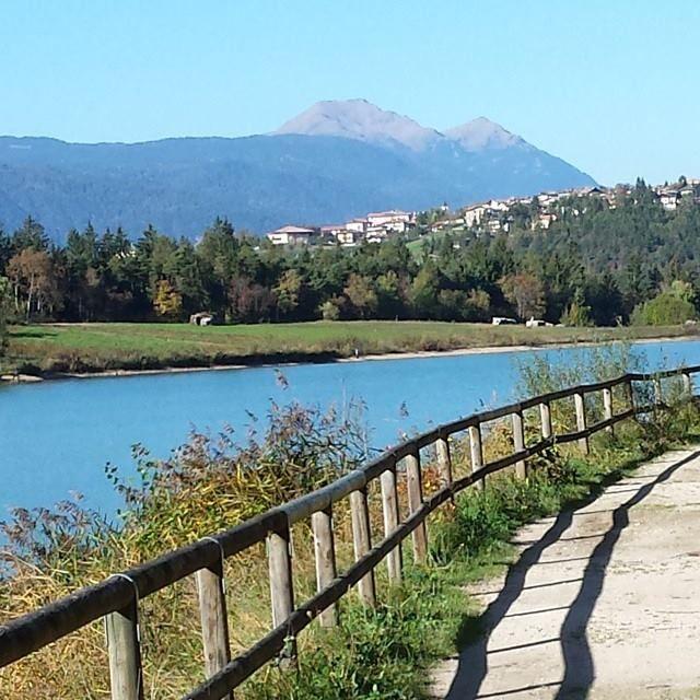 Pomeriggio di ottobre... #duelaghi #valdinon #pinetalovers #vorreikefossesempredomenica by ery.ongaro86 http://ift.tt/1wXjljT