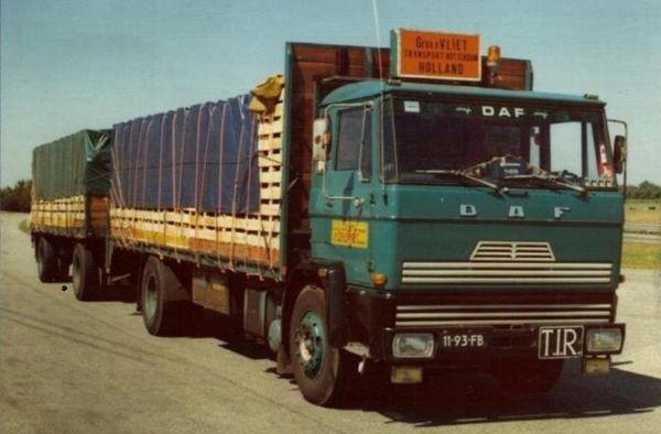 DAF-2200 11-93-FB Gebr v Vliet netjes geladen en met rijgsteek vast gezet rondom.