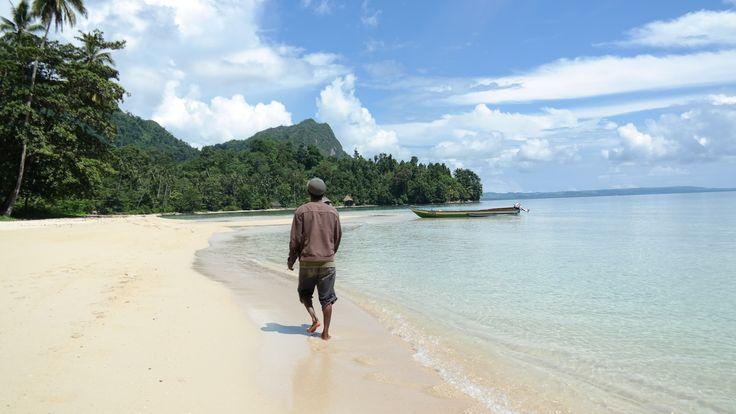 Mencari Ketenangan di Ora Beach : Surga Tersembunyi di Negeri ...