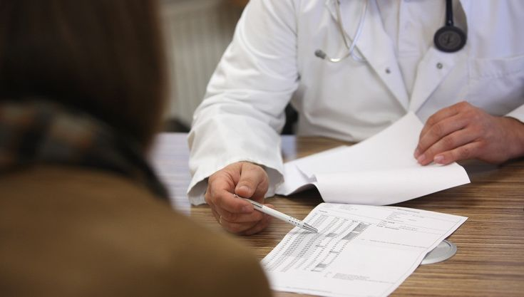 Conoce cómo recibir atención de un médico especialista por parte del Seguro Popular | El Puntero