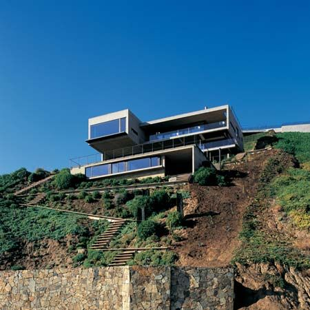 """ELEVEN WOMAN"" house is a vacation home at Beranda. It stands on a site sloping down to Cachagua beach on the Pacific, 140 kilometers north of Santiago, Chile."