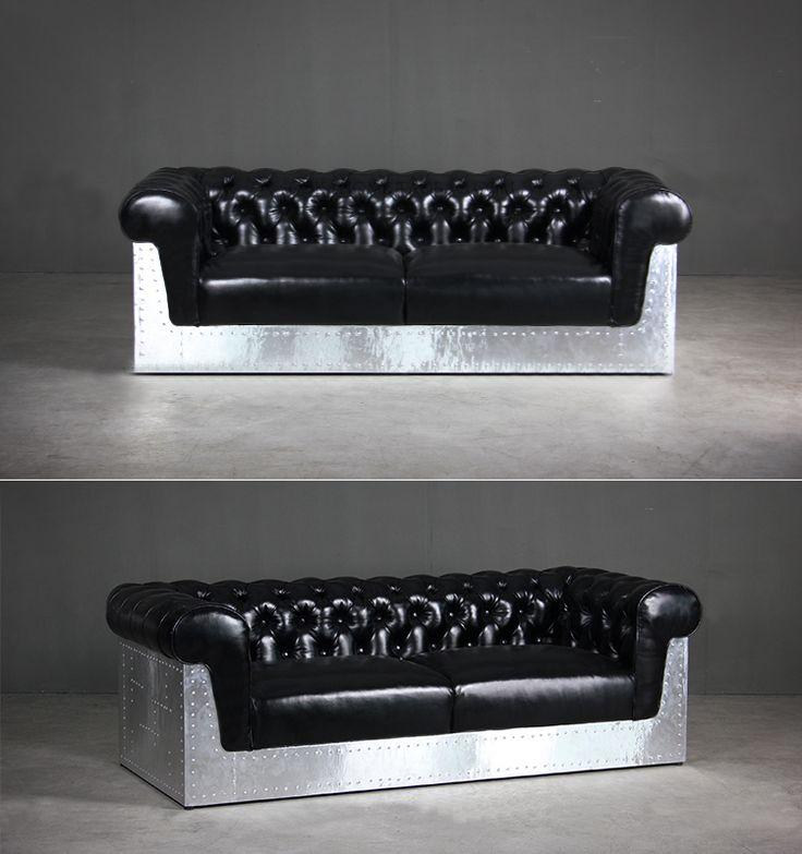 Черный диван для комнаты в стиле лофт с прочным основанием из металла со стилизацией из кнопок и гвозей можно купить на сайте https://lafred.ru/catalog/catalog/detail/43224767698/