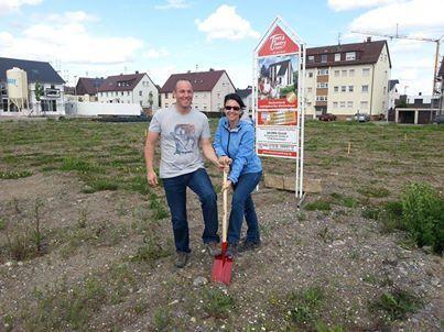 Erster #Spatenstich in Illingen. Hier wird ein #Landhaus 142 modern gebaut...