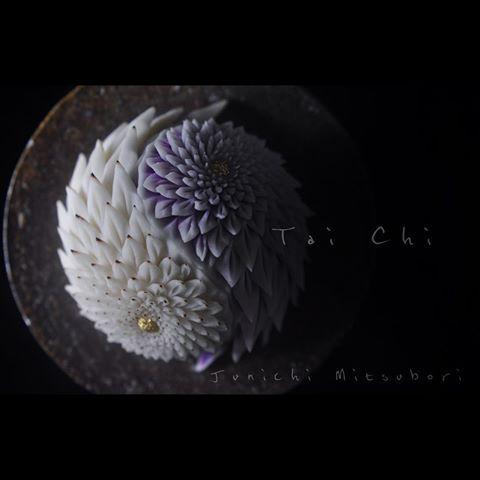 """#一日一菓 「 #太極 」 #煉切 製 #Wagashi of the day """" #Tai Chi """" 本日は「太極」です。 鋏もたまには切らないと鈍ります。 Today is """"Tai Chi"""". Aujourd'hui est """"Tai Chi"""". Oggi è il """"Tai Chi"""". 今天是""""太极"""" #和菓子 #菓道 #茶道 #一菓流 #japan #煉切 #ねりきり #nerikiri"""