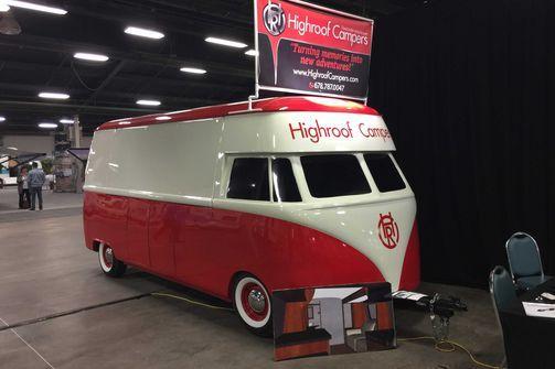 Caravan Messe in den USA... tolle Bilder  Noch ein vermeintlich bekanntes Gesicht: Dieser Caravan (!) kommt wie ein VW T1 daher. Caravan, Camping, Wohnmobil