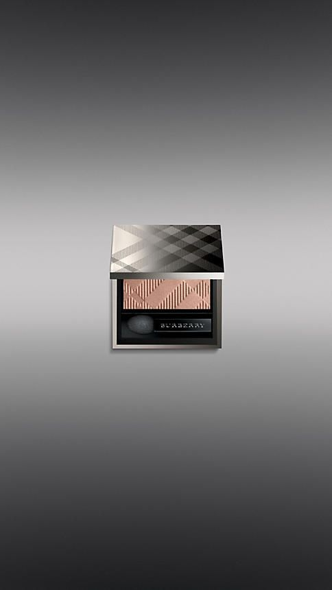 Effortlessly blendable and easy to apply, the weightless formula gives intense colour pay-off and a silky smooth finish