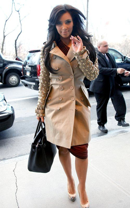 Now THAT is how u wear a trench!