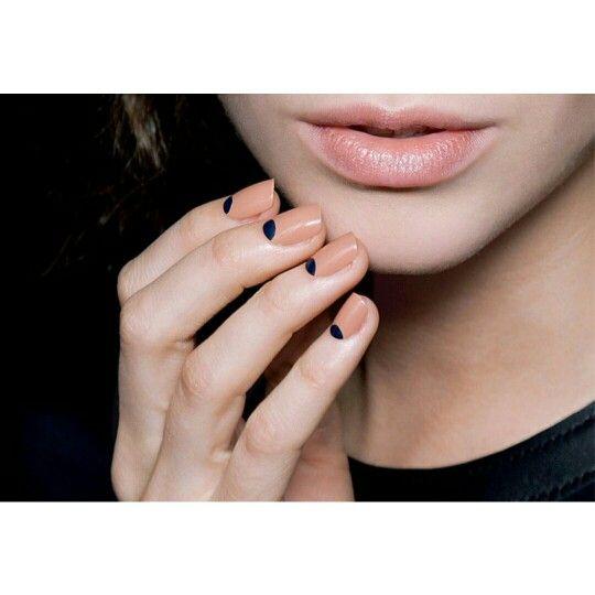 #Nail #art sem cafonice: copie quatro ideias a seguir e arrase no #inverno    Veja outras imagens: http://bit.ly/1u8rZNo    Curta a nossa página no Facebook: http://on.fb.me/1otglf5    #manicure #pedicure #estética #beleza #nails #decorated