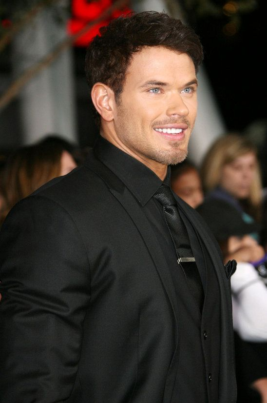 Can Kellan play Christian Grey. Please Please Please