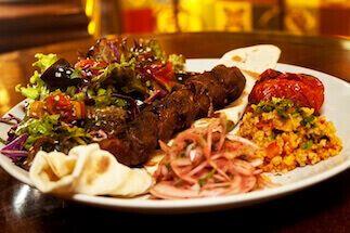 Shish Kebab por Academia da carne Friboi